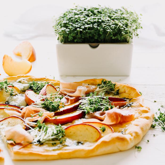 sommerliche Pizza mit Rauke